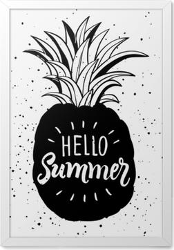 Gerahmtes Bild Hand gezeichnete Illustration der isolierten Ananas Silhouette. Typografie-Poster mit Schriftzug Hallo Sommer