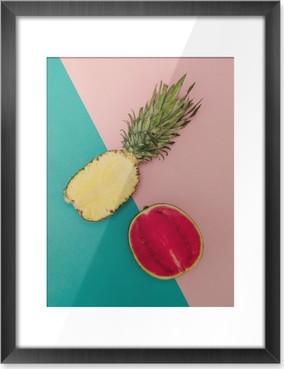Gerahmtes Bild Tropical Mix. Ananas und Wassermelone. minimal Stil