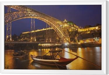 Gerahmtes Leinwandbild Nachtansicht einer Brücke in Portugal