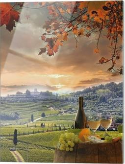 Glasbild Weißwein mit Spitzenhülse im Weinberg, Chianti, Toskana, Italien