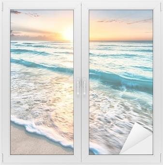 Auringonnousu yli rannalla cancunissa Ikkuna- Ja Lasitarra