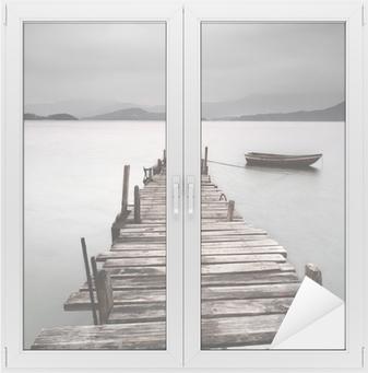 Näköinen laituriin ja veneeseen, matala kylläisyys Ikkuna- Ja Lasitarra