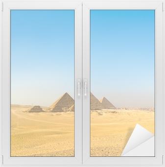 Muinaisen Egyptin väestö asutti muinaista Egyptiä ajanlaskun alkuun asti.
