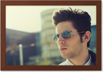 edd86d1c3df7e9 Poster Attractive jeune homme avec des lunettes de soleil • Pixers® - Nous  vivons pour changer