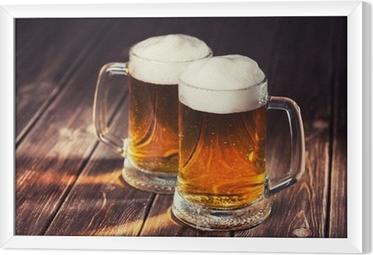 Ingelijst Canvas Mok bier op houten achtergrond