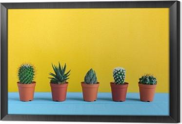 Innrammet lerret Kaktus på skrivebordet med gul wal