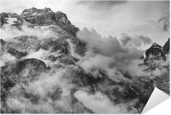 Dolomiitit vuoret mustavalkoisena Itsestäänkiinnittyvä Juliste