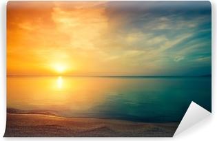 Auringonnousu yli meren Itsestäänkiinnittyvä valokuvatapetti