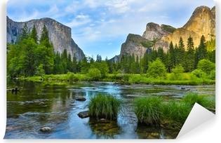 Yosemite nationa park auringonlaskun aikaan Itsestäänkiinnittyvä Valokuvatapetti