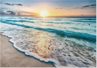 Auringonnousu yli rannalla cancunissa Juliste
