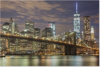 Brooklyn silta ja keskustan pilvenpiirtäjiä New Yorkissa iltahämärässä Juliste