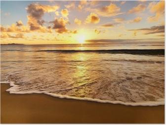Kaunis auringonlasku rannalla Juliste