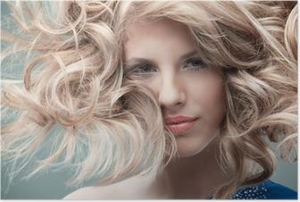Kuva seksikäs blondi nainen näyttää jalat Kangaskuva • Pixers® - Elämme  muutoksille b4900c87a7