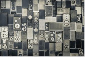 Musiikkikaiuttimet seinällä yksivärisellä vintage-tyylillä Juliste