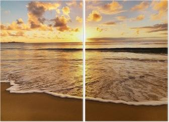 Kaunis auringonlasku rannalla Kaksiosainen