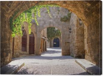 Keskiaikainen kaareva katu vanhassa kaupungissa rhodes, kreikka Kangastuloste