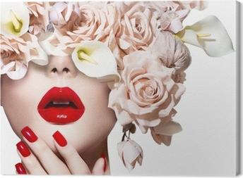 Muoti tyyli malli tyttö kasvot ruusut. punainen seksikäs huulet ja kynnet. Kangastuloste