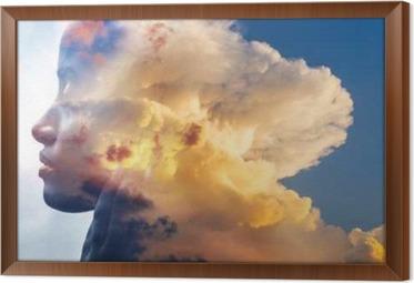 Kaksinkertainen altistuminen, lähikuva afrikkalainen amerikkalainen tyttö ja kerrokset upeita pörröisiä pilviä Kehystetty kangaskuva