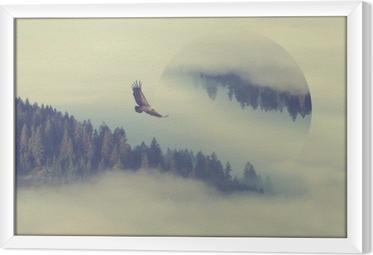 Metsä vuoren rinteessä. geometrinen heijastusvaikutus Kehystetty kangaskuva