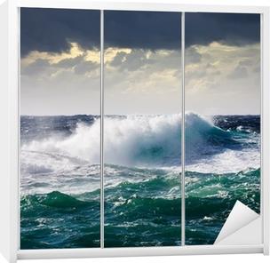 Klesskapklistremerke Sjøbølge under storm