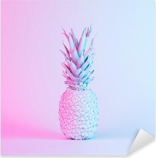 Ananas i pulserende fedtholdige holografiske neonfarver. koncept kunst. minimal surrealisme baggrund. Pixerstick klistermærke