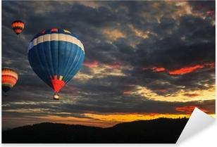 Farverig varmluftsballon Pixerstick klistermærke