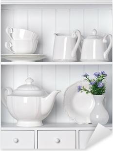 Hvid hylde med vintage porcelænservise Pixerstick klistermærke