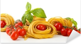 Rå hjemmelavet pasta og tomater, isoleret på hvidt Pixerstick klistermærke