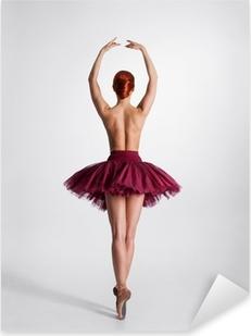 Ung nøgen rødhårede kvindelige balletdanser i et studie Pixerstick klistermærke