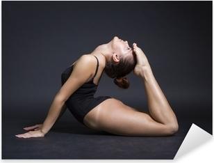 Ung smuk gymnast kvinde Pixerstick klistermærke