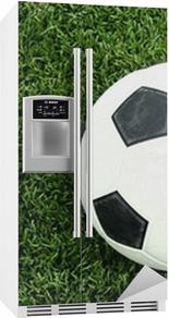 Koelkaststicker Voetbal bal op groen gras