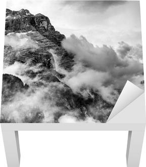 Dolomiitit vuoret mustavalkoisena Lack-pöydän Pinnoitus