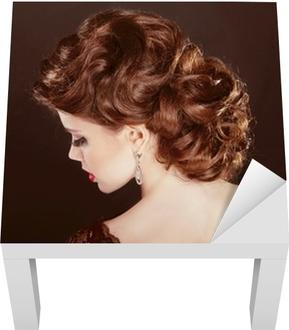 Hiukset. aaltoileva kampaus. kaunis tyttö ruskeat kiharat hiukset. parantaa  Tapetti • Pixers® - Elämme muutoksille be5ff79f02