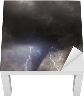 Lack Tafelsticker Tornado met bliksem over een veld