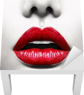 Lack-Tischaufkleber Sexy Lips. Conceptual Image mit Vivid Red Geöffneter Mund -