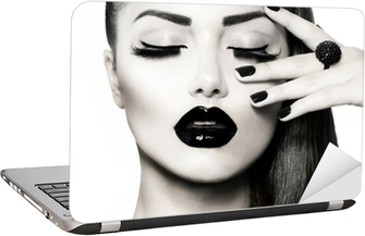 Laptop Sticker Black and White Donkerbruin Meisje Portret. Trendy Caviar Manicure