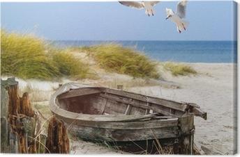 Leinwandbild Altes Fischerboot, Möwen, Strand und Meer