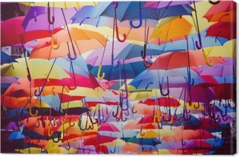Leinwandbild Bunte Regenschirme über der Straße hängen