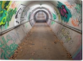Leinwandbild Ein langer Fußgängertunnel mit Graffiti bedeckt und Neonröhren