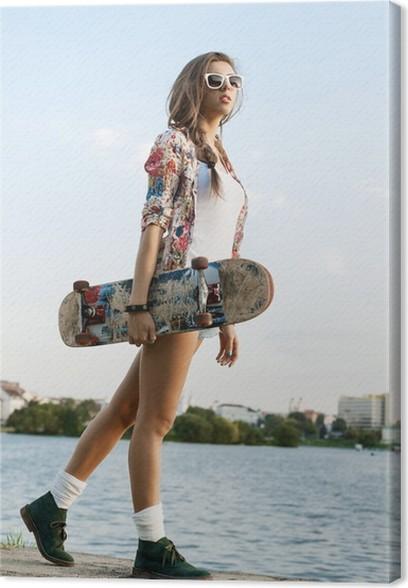 da82dedaf9d6fb Leinwandbild Frau mit Skateboard • Pixers® - Wir leben