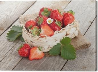Leinwandbild Frische Erdbeeren im Korb