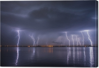 Leinwandbild Gewitter und Blitze in der Nacht über einem See mit reflaction