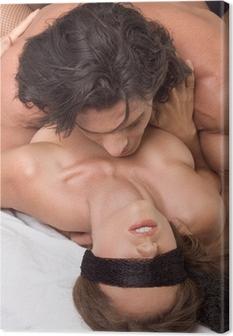 nackt paar kussen am strand