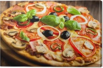 Leinwandbild Pizza mit Champignons, Salami und Chili Pepper