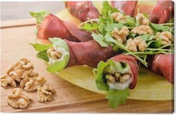 Leinwandbild Rosetten von Bresaola mit Parmesancreme. italienisches Essen