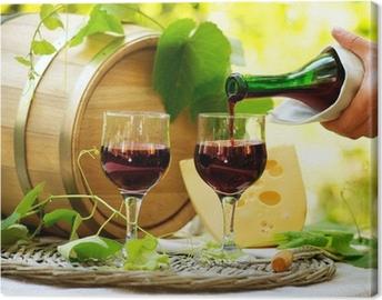 Leinwandbild Rotwein und Käse. Romantische Mittagessen im Freien.