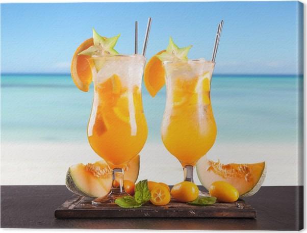 Leinwandbild Sommer Getränke mit Unschärfe Strand auf Hintergrund ...