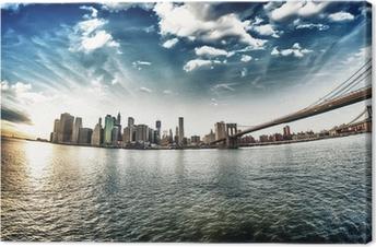 Leinwandbild Spektakuläre Aussicht auf Brooklyn Bridge von Brooklyn am Ufer winte