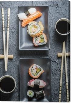Leinwandbild Sushi für zwei serviert auf schwarzem Stein