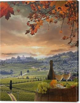 Leinwandbild Weißwein mit Spitzenhülse im Weinberg, Chianti, Toskana, Italien